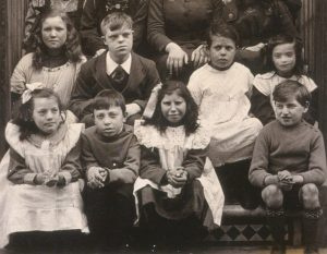 Grace Eyre Woodhead, Volunteers and Service Users at 4 Richmond Terrace, Brighton (1915)